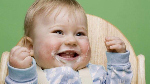 Срыгивание после еды - один из возможных симптомов