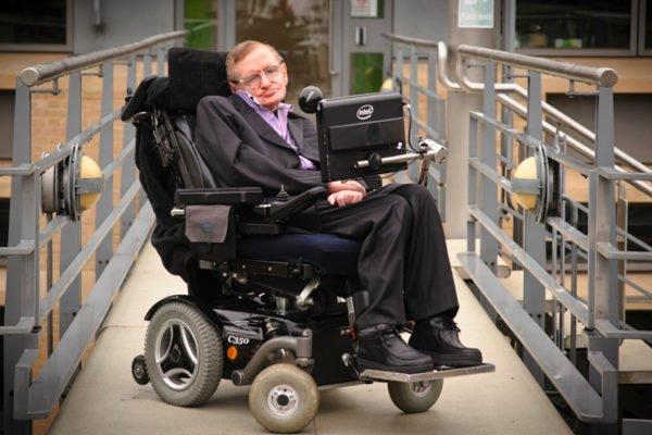 Стивен Хокинг, самый известный из пациентов с боковым амиотрофическим склерозом