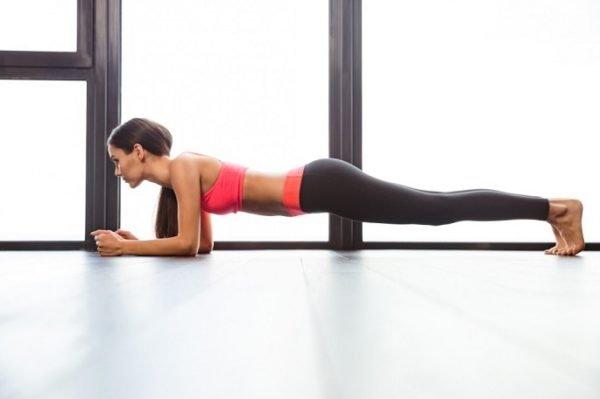 Упражнение прекрасно подходит не только для похудения живота и боков, но и для укрепления всего мышечного корсета