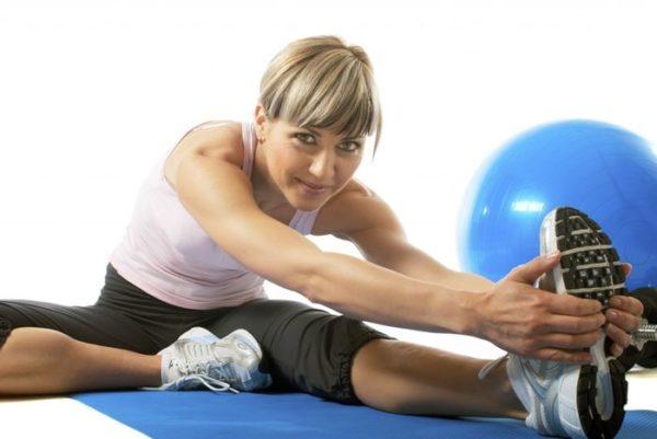 Упражнения выполняют плавно, без рывков
