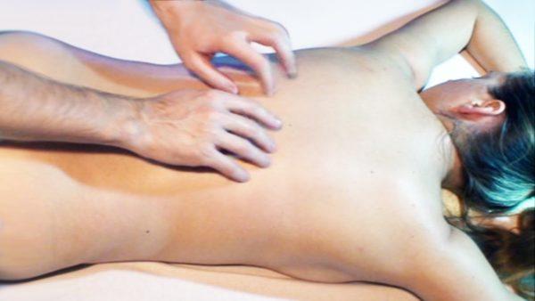 Вибрация - это приём массажа, при котором механические колебания от рук массажиста передаются телу пациента