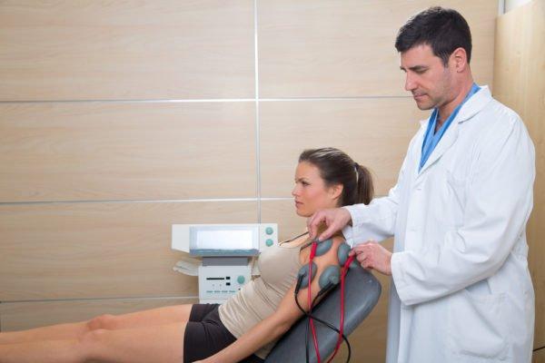 Исследование может быть проведено как в условиях стационара, так и амбулаторно. Во время него пациент находится в удобном положении сидя, полусидя или лежа