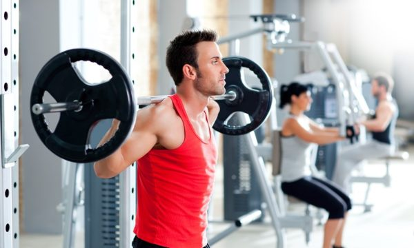 Занятия спортом должны быть посильными, нельзя перегружать позвоночник