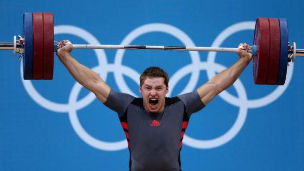 Занятие тяжелыми видами спорта - одна из причин заболевания