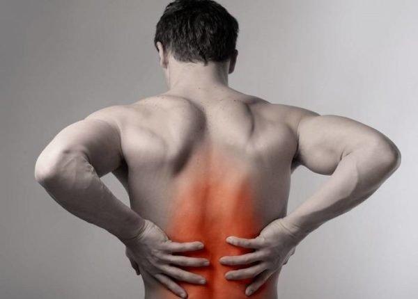 Жгучие боли возможны при остеохондрозе и после травм позвоночника