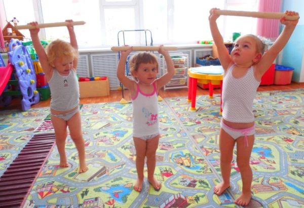Детские упражнения с палкой