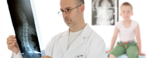 Компетенция врача-ортопеда - лечение заболеваний, связанных с нарушениями скелетно-мышечной системы