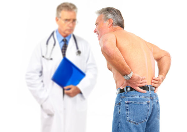 Корешковый синдром - серьезное заболевание, а потому лечить его нужно у специалиста, а не народными средствами