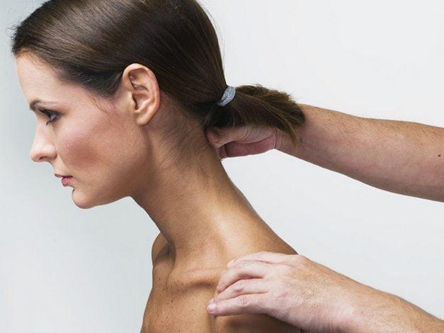 Массаж шеи при остеохондрозе шейного отдела позвоночника: как делать правильно