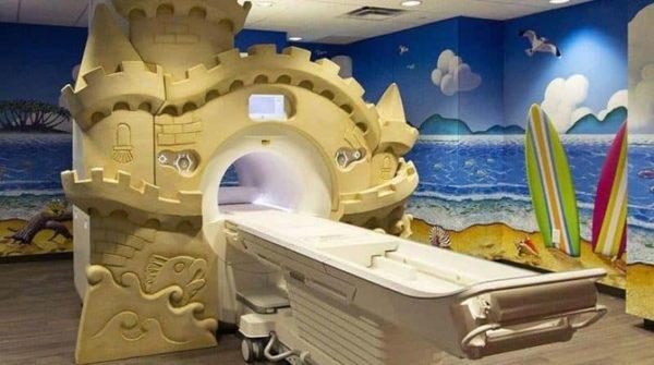 МРТ-аппарат, специально украшенный для детей