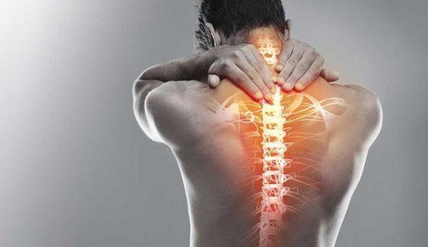 Остеохондроз может сопровождаться разными симптомами