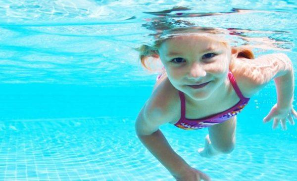 Плавание входит в комплекс лечения
