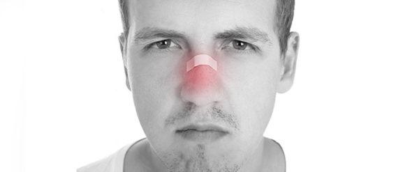 При ушибах лица часто повреждаются глубокие ткани, возникают воспаления, что приводит к невралгии