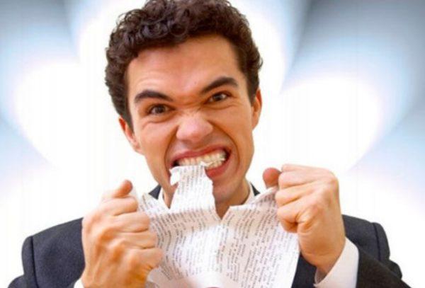 Приступы боли усиливают эмоциональное напряжение, человек становится излишне раздражительным