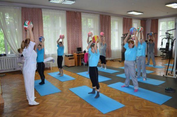 Упражнения показаны для людей всех возрастов и независимо от физической формы