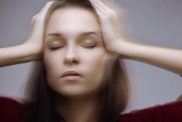 Усиление всех симптомов при попытке повернуть голову