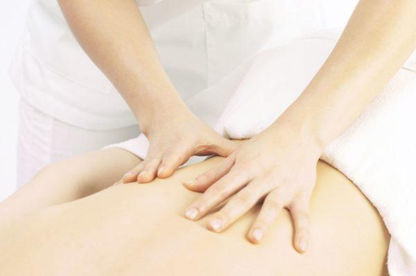Важным дополнением к лечебной гимнастике является массаж