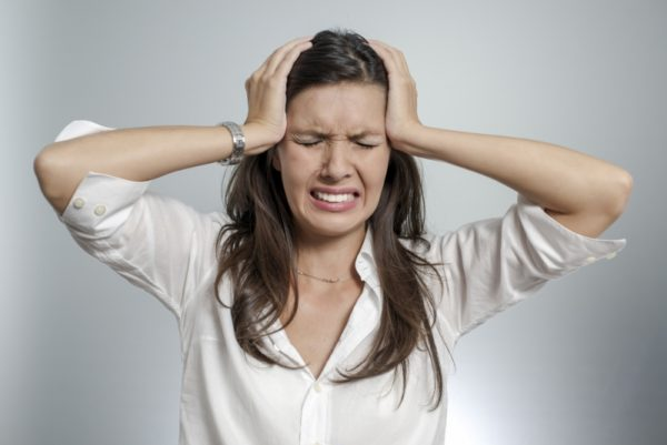 Иногда после проведения блокады у пациента возникает головная боль