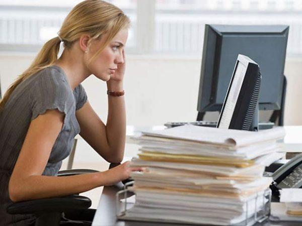 Сидячая работа и отсутствие физической активности тоже негативно влияют на состояние позвоночника