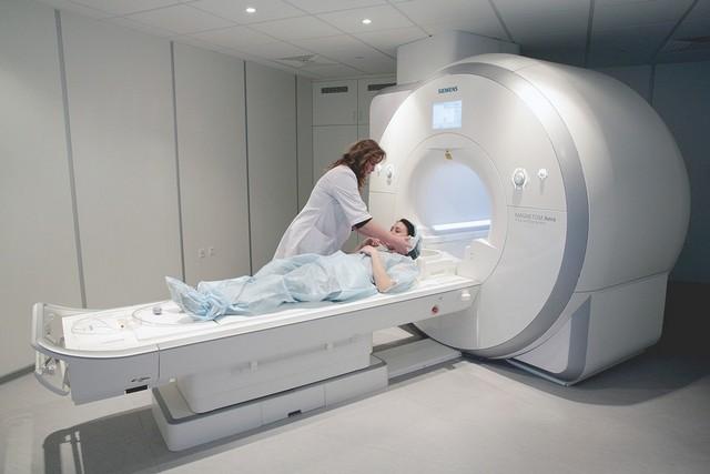 МРТ считается менее вредным для здоровья методом обследования по сравнению с КТМРТ считается менее вредным для здоровья методом обследования по сравнению с КТ