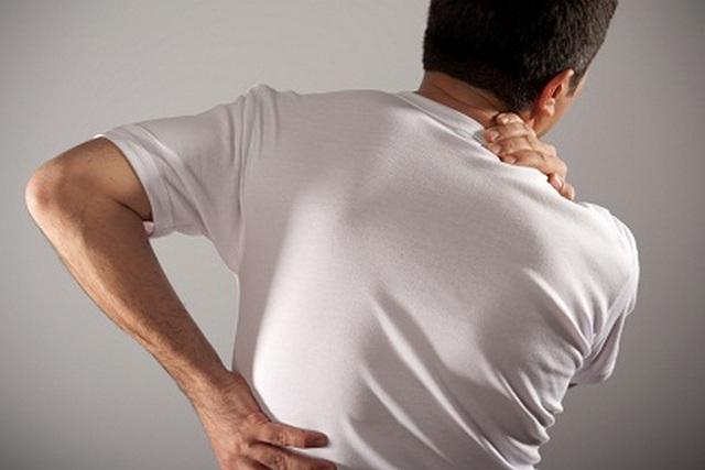 Основным симптомом протрузии является сильная боль
