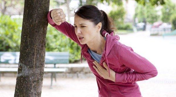 При 2 степени сколиоза бег или быстрая ходьба вызывает одышку