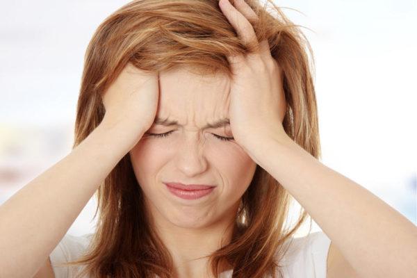 Гиперлордоз в большинстве случаев вызывает головные боли различной интенсивности