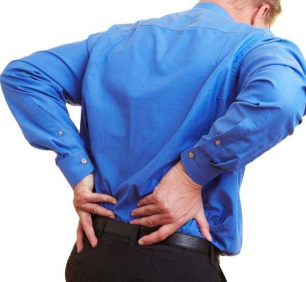 В области копчика постоянно ощущается дискомфорт и боль, особенно при движении и в сидячем положении