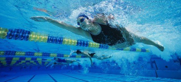 Плавание - один из самых действенных способов улучшения осанки