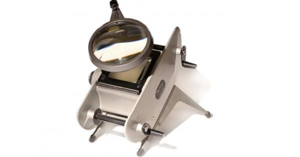 Вся процедура контролируется с помощью специального аппарата - флуороскопа