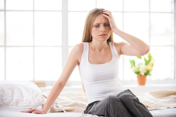 Больных может беспокоить головная боль, головокружение