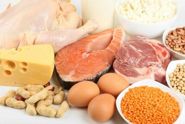 Диета в период восстановления должна основываться на продуктах с высоким содержанием кальция, белков и витаминов, необходимых для регенерации тканей
