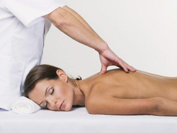Наиболее частым явлением считается грыжа Шморля грудного отдела, которая обычно не беспокоит симптомами. Поэтому лечением проблемы зачастую не занимаются