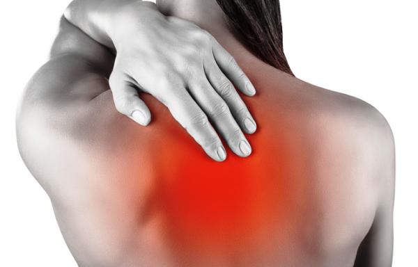 Характерным проявлением болезни являются боли в спине между лопатками