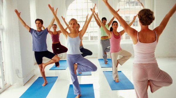 Польза йоги обусловлена регулярность и правильность выполнения асан, медитаций и других приёмов