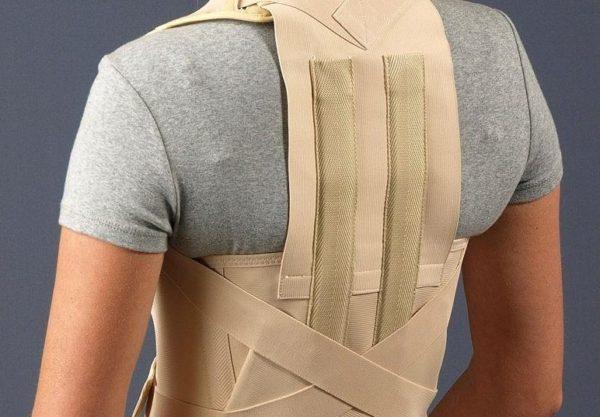 Ортопедический корсет способствует выравниванию позвоночника и останавливает развитие деформаций