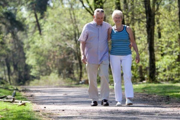 Короткие пешие прогулки возможны сразу после выписки из стационара