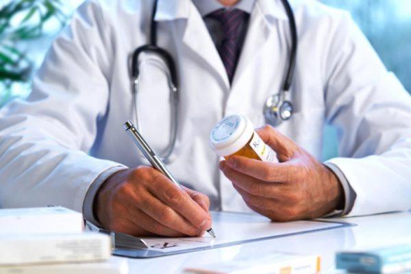 Принимать антибиотики следует только по назначению врача в строго указанных дозах