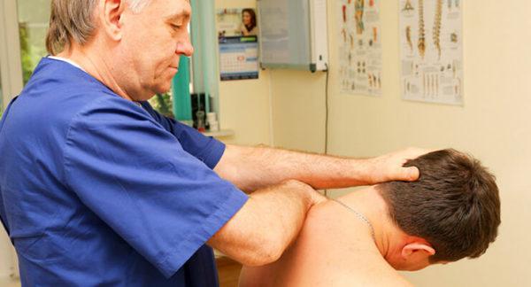 Мануальная терапия позволяет избавиться от боли в шее всего за не сколько сеансов