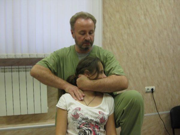 Мануальная терапия позволяет избавиться от спазмов и парезов