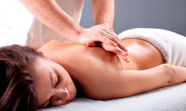 Массаж способствует нормализации кровотока и обменных процессов, улучшает тонус мышц