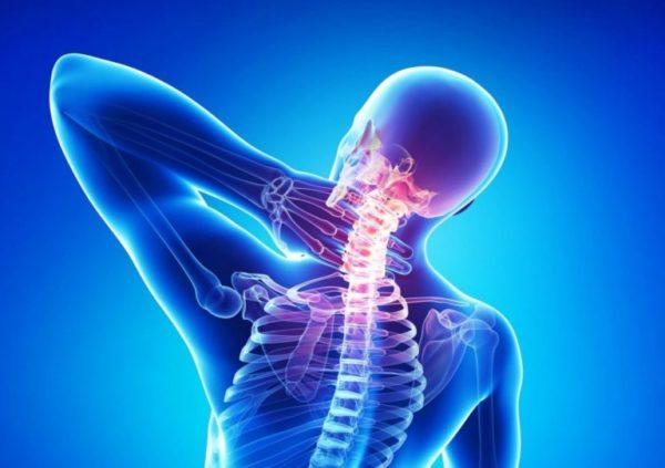Обычно болевые ощущения сопровождают физическую нагрузку, резкий поворот головы или подъем тяжестей рывком