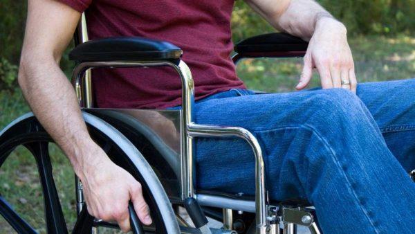 Осложнением перелома в шейном отделе может стать частичный или полный паралич тела