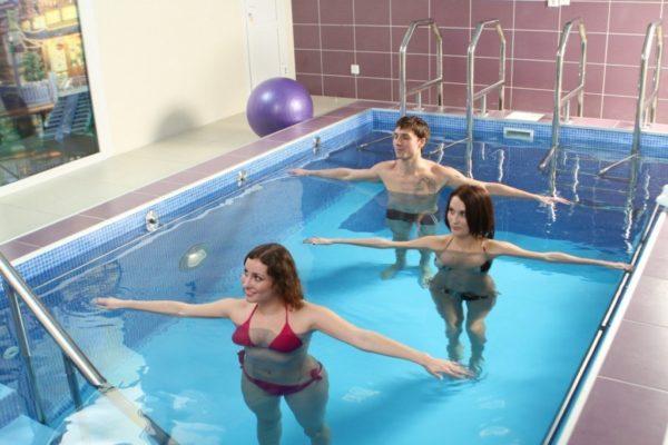 Плавание очень полезно для позвоночника, поскольку помогает хорошо разработать и укрепить мышечно-связочный аппарат