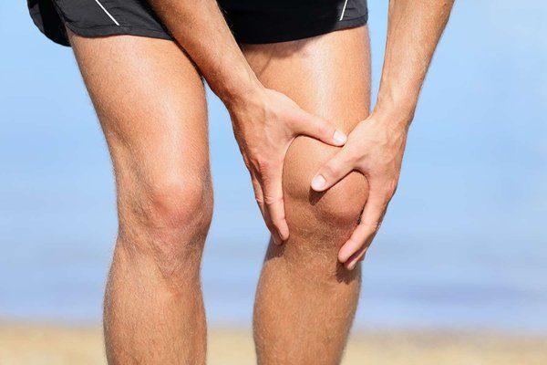 """При грыже в поясничном отделе часто наблюдается нарушение чувствительности ног, появляется ощущение """"мурашек"""""""