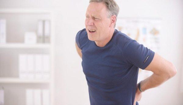 При грыже вызвать боль в пояснице может даже обычный кашель, неловкое движение или переохлаждение организма