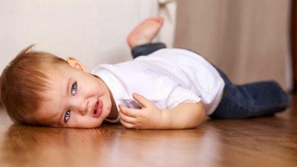 Из-за повышенной активности у детей часто возникают травмы позвоночника, в том числе и переломы шейного отдела