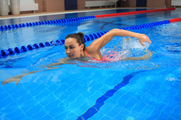 Рекомендуется ходить в бассейн регулярно 2-3 рада в неделю