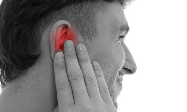 Шум в ушах - один из неврологических симптомов протрузии диска