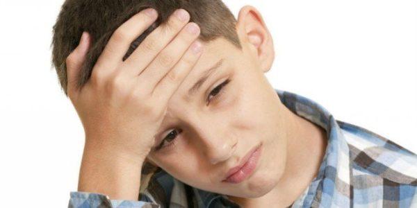 Сильная головная боль - один из распространенных симптомов сколиоза 4 степени